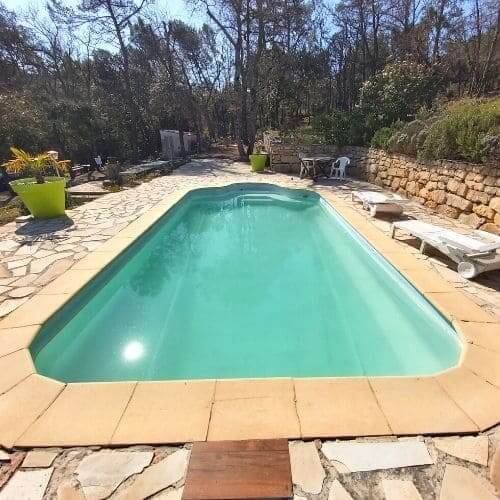 Belle piscine propre